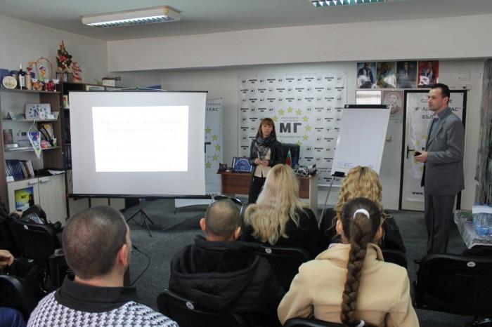 Младежи се учат да управляват личните си финанси в Бургас