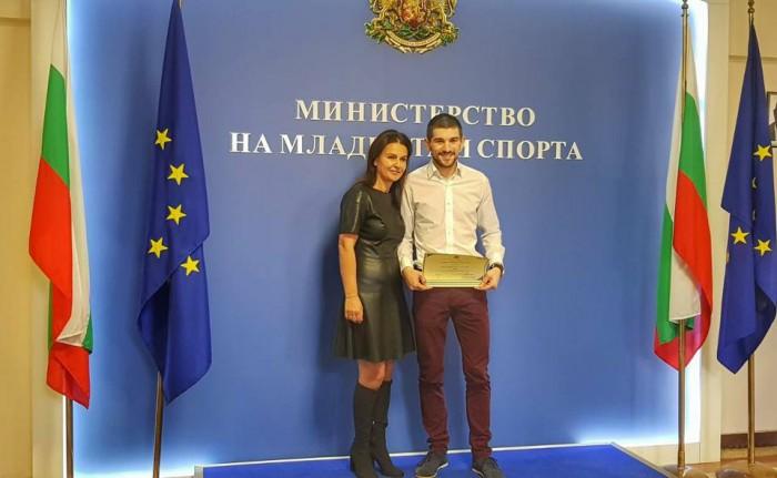 Александър от МЛАДЕЖКИ ГЛАС грабна приза Доброволец в България