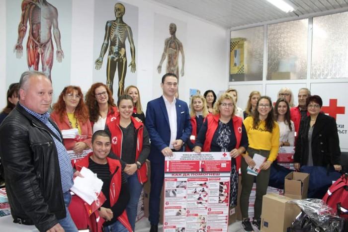 Благотворителна кампания дари оборудване по първа долекарска помощ на 6 училища от област Бургас