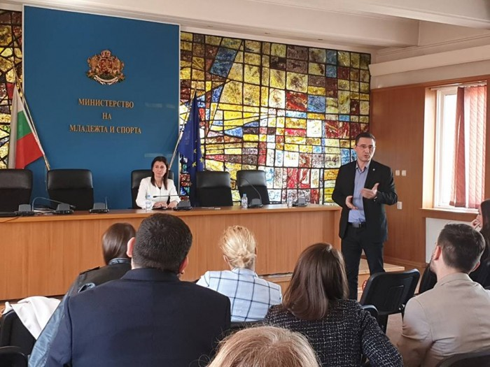 Заседание на Обществения съвет по въпросите на младежта