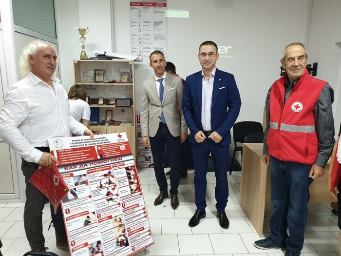 Шест училища от Област Бургас получиха дарение за оборудване на кабинети по първа помощ от Младежки Глас